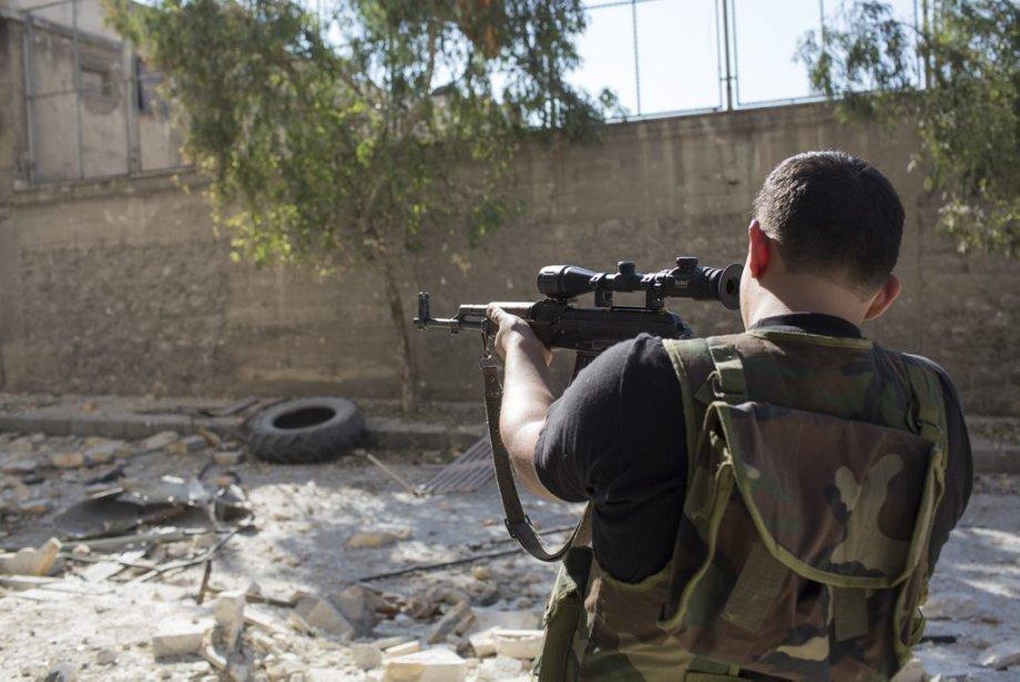 Ville d'Alep, en Syrie. Un soldat de l'armée syrienne libre. | 27 septembre 2012