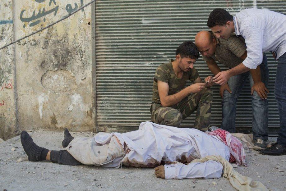 Ville d'Alep, en Syrie. L'armée syrienne libre identifie un civil mort sous les balles d'un tireur. | 27 septembre 2012