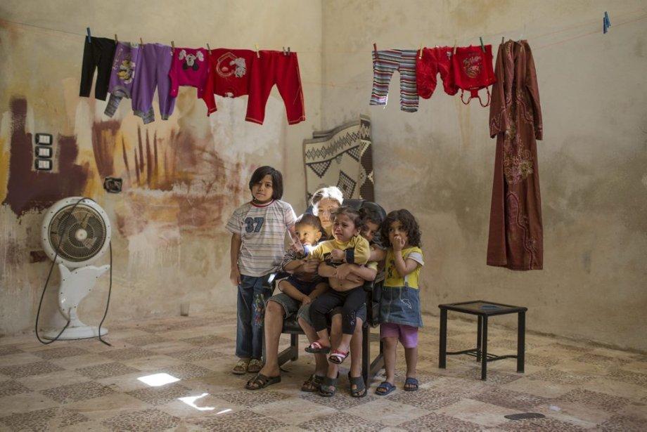Ville d'Alep, en Syrie. Un groupe d'enfants tente de s'amuser dans un refuge. | 27 septembre 2012