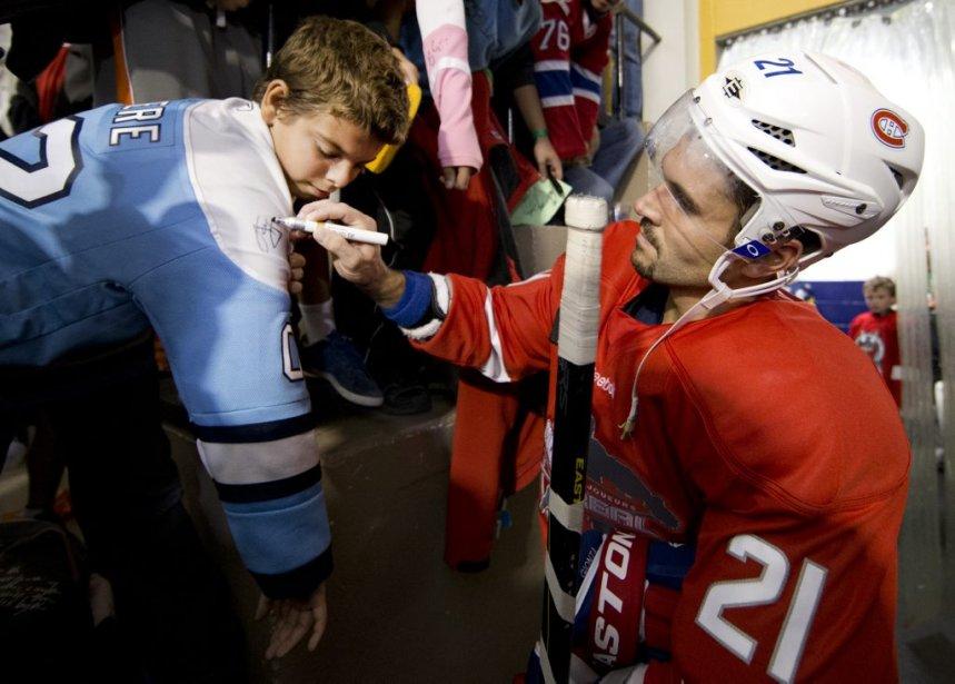 Un partisan des Penguins? Brian Gionta, capitaine du Canadien, a ignoré les allégeances de ce jeune, surtout en période de lock-out. | 28 septembre 2012