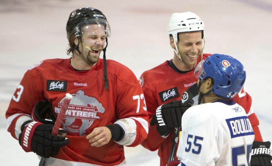 Guillaume Latendresse, Steve Bégin et Francis Bouillon, d'anciens coéquipiers avec le Canadien, avaient l'air de bien s'amuser. | 28 septembre 2012