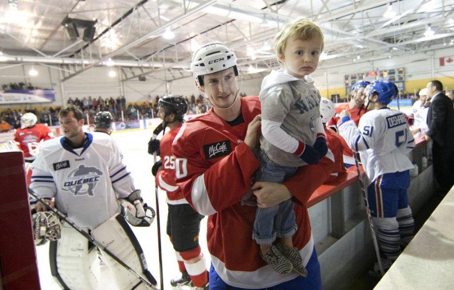 Colby Armstrong et son fils de deux ans, Cruise. | 28 septembre 2012