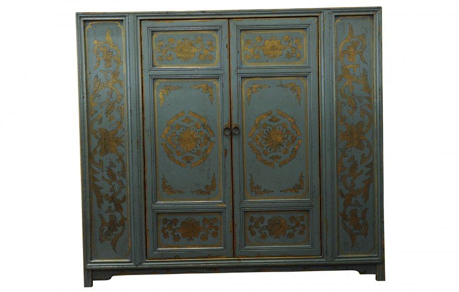 Cabinet deux portes en bois, 1179,99$ chez Signature Maurice Tanguay (Place Ste-Foy, Québec, 418 650-6244) | 30 septembre 2012