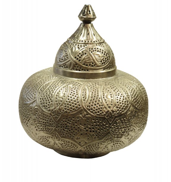Lampe en métal perforé, 17 X 17 X 19 po, 445$ chez Artemano (838, rue Saint-Joseph Est, Québec, 418 914-3950) | 30 septembre 2012