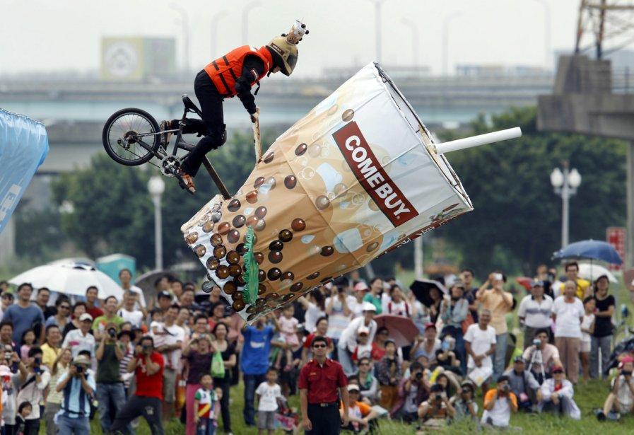 Lors d'une épreuve «d'homme volant» à Taiwan | 1 octobre 2012