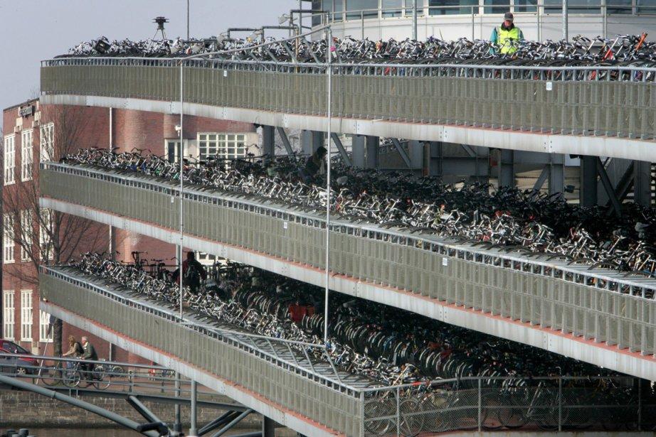 Stationnement étagé pour bicyclettes à Amsterdam | 1 octobre 2012