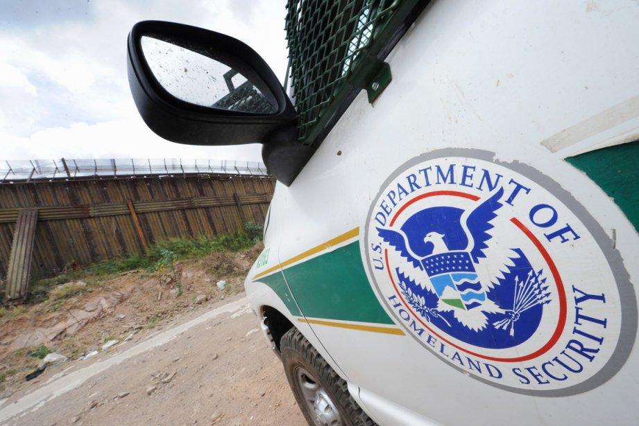 «Un agent est mort de ses blessures et... (PHOTO MARK RALSTON, AFP)