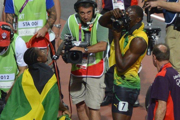 Après sa victoire sur 200 mètres aux Jeux... (Photo: AFP)