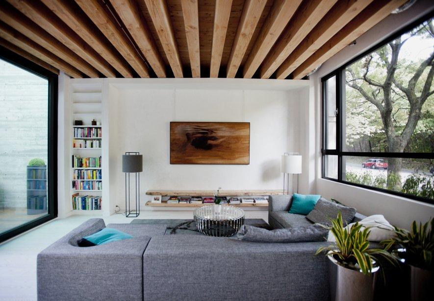 Dans le salon, les meubles Reno sont fabriqués par des entreprises locales, avec du bois durable. | 3 octobre 2012