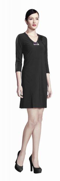 Robe en jersey noir avec jupe princesse, insertions en maille dans les manches et collier amovible, 85 $ chez Reitmans | 3 octobre 2012