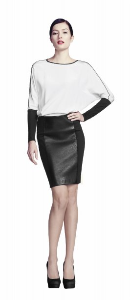 Robe deux tons avec corsage crème en crêpe et jupe en similicuir, 110$ chez Reitmans | 3 octobre 2012