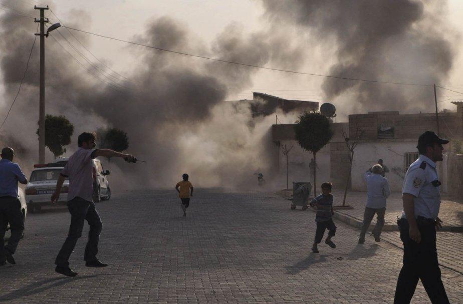 De la fumée s'échappe de l'explosion d'une bombe... (Photo: Rauf Maltas, Reuters)