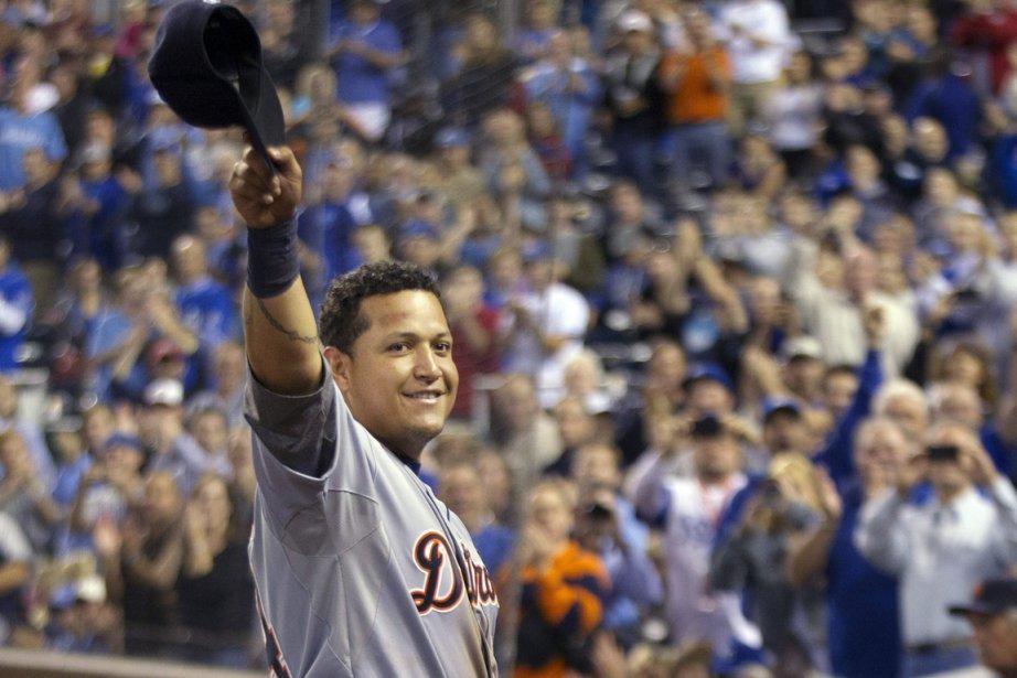 Miguel Cabrera a salué la foule après avoir... (Photo: AP)