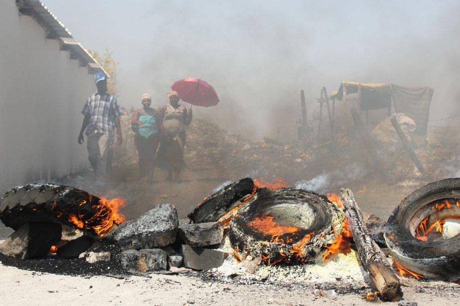Sur cette photo datant du 20 septembre, des... (Photo Cynthia Matonhodze, AFP)