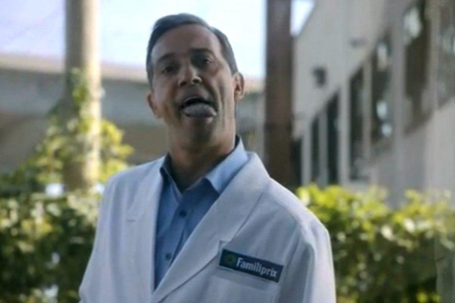 Le scénario montre un pharmacien qui se pourlèche... (Image vidéo)