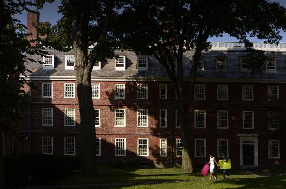Le Massachusetts Hall de l'université Harvard....