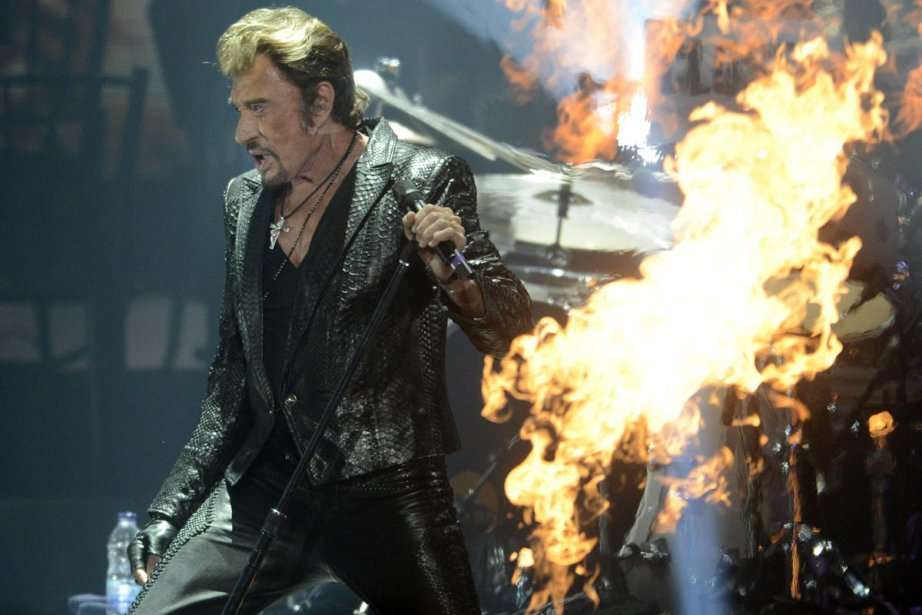 Johnny Hallyday a sorti l'artillerie lourde, hier soir, au Centre Bell. (Photo: Bernard Brault, La Presse)