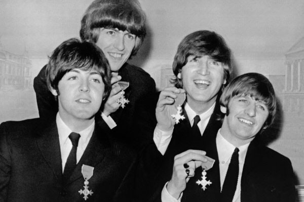 Les Beatles en 1965 : Paul McCartney, George... (Photo archives AFP)