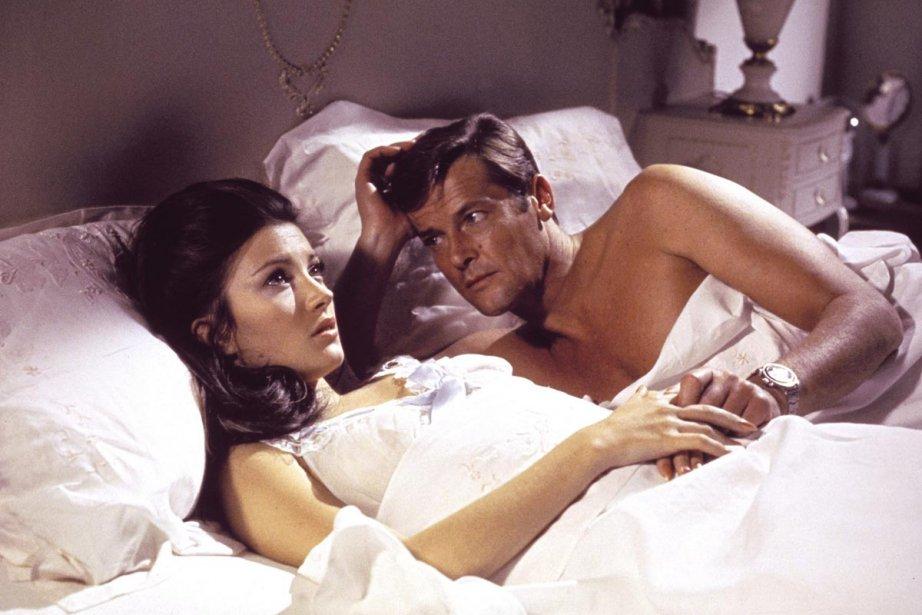 Jane Seymour et Roger Moore dans une scène... (Photo: AP)