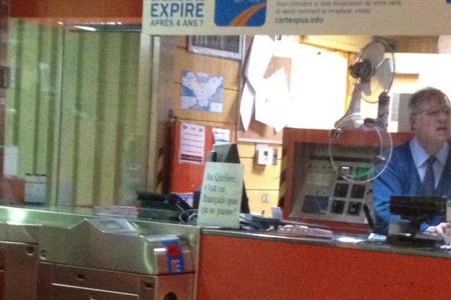 Un agent de la STM a placé dans... (Photo tirée de Facebook)