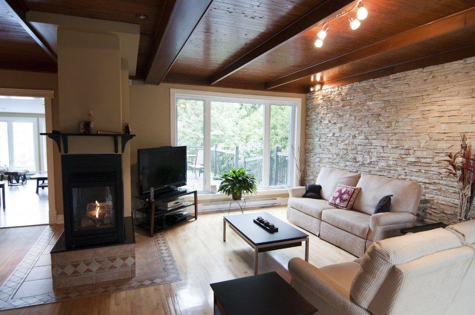 Rivi re des prairies un bungalow au bord de l 39 eau for Foyer interieur bois