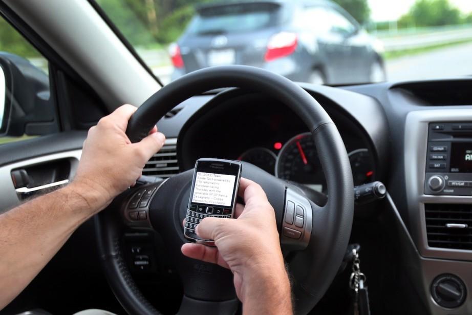 L'envoi de textos au volant s'impose comme la... (PHOTO TOM BOLAND, ARCHIVES LA PRESSE CANADIENNE)