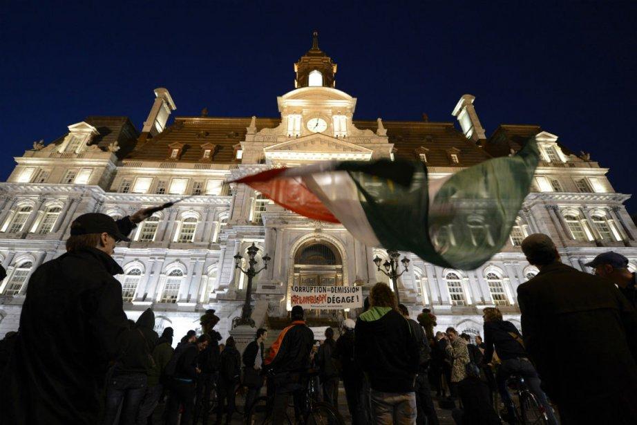 Une quarantaine de manifestants se sont rassemblées vendredi... (Photo Bernard Brault, La Presse)