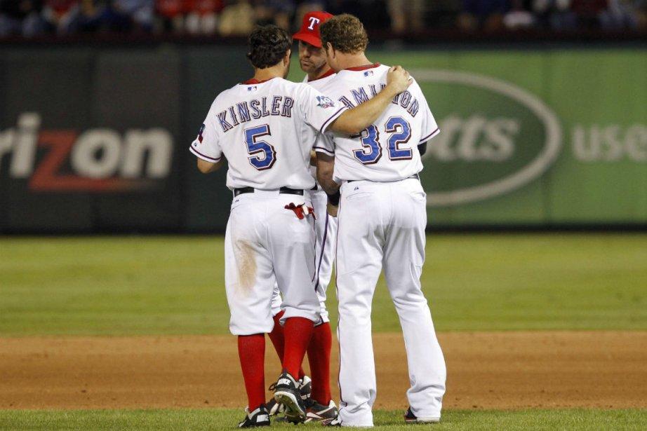 Ian Kinsler et Josh Hamilton... (Photo Tim Sharp, Reuters)