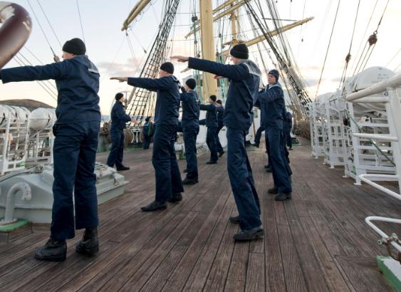 Les marins russes s'exercent à bord du Kruzenstern. | 7 octobre 2012