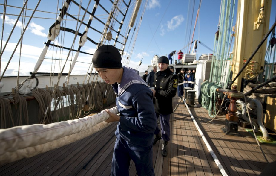 Les membres de l'équipage du Kruzenshtern travaillent dur! | 8 octobre 2012