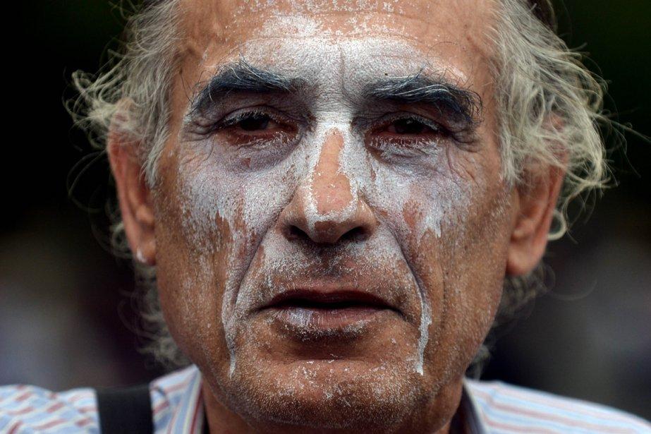 À Athènes, un manifestant lors de la visite de la chancelière allemande Angela Merkel, le 9 octobre 2012. | 10 octobre 2012