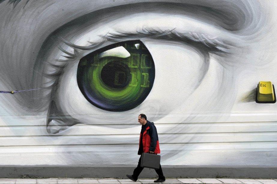 Un piéton à Athènes, le 8 mars 2012. | 10 octobre 2012