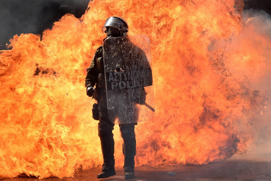 Un policier lors de la manifestation du 26 septembre 2012. | 10 octobre 2012