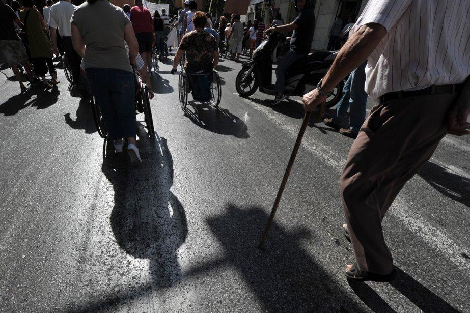 Les personnes handicapées manifestent contre les mesures d'austérité du gouvernement, le 27 septembre 2012. | 10 octobre 2012