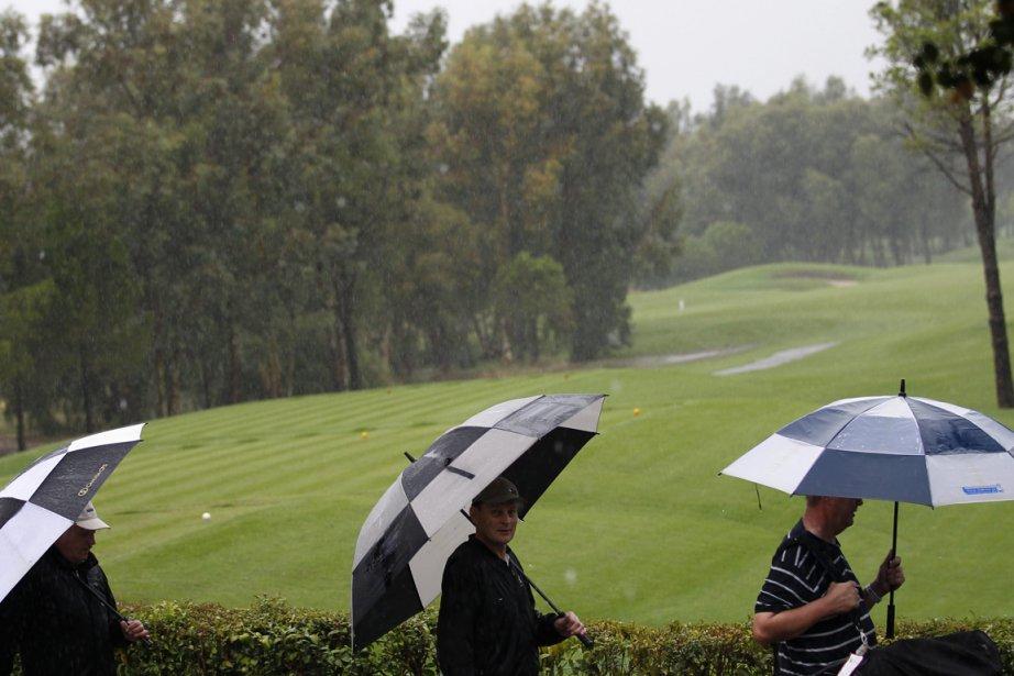 De la pluie torrentielle a commencé à tomber... (Photo: Reuters)