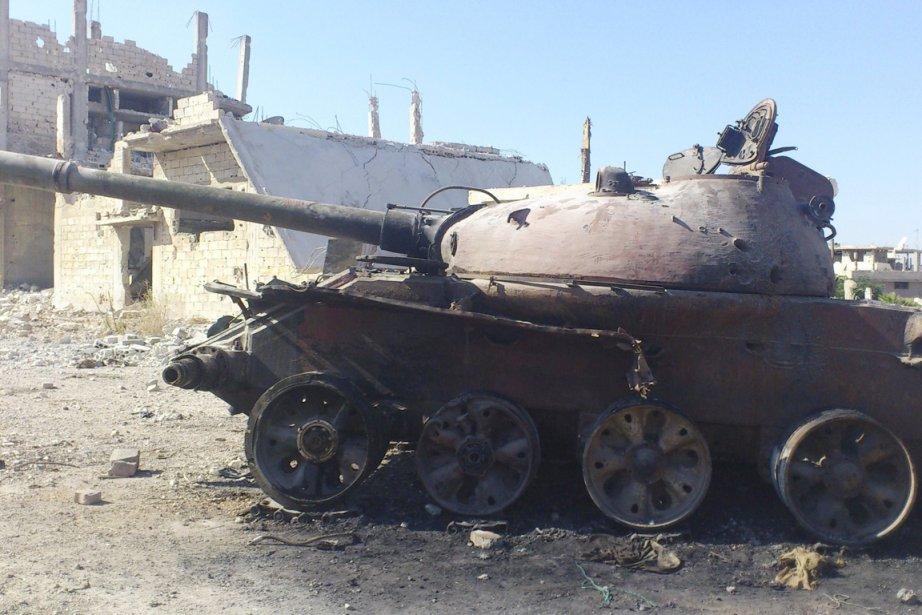 Un char d'assaut de l'armée syrienne est vue... (PHOTO REUTERS/SHAAM NEWS)