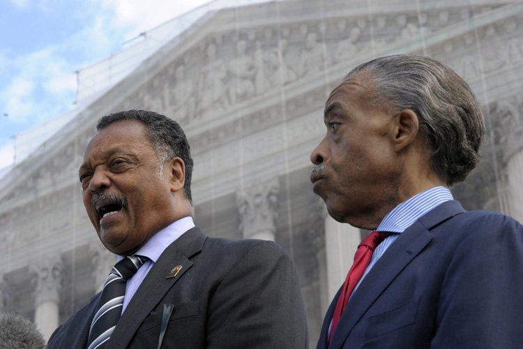 Les révérends Jesse Jackson et Al Sharpton, fameux... (Photo: AP)