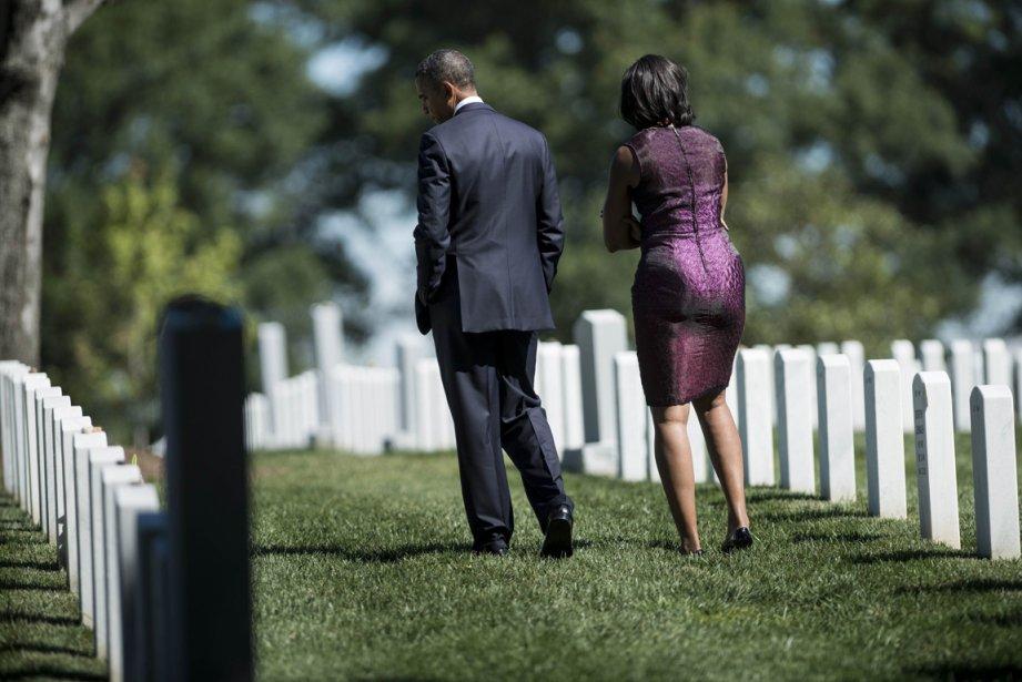 États-Unis: moment de recueillement pour le président Barack Obama et sa femme Michelle dans un cimetière d'Arlington, en Virginie, où sont enterrées des victimes des attentats du 11 septembre. | 11 octobre 2012