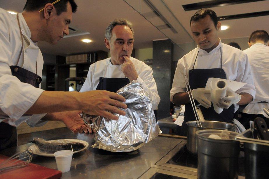 Le chef espagnol Ferran Adria dans la cuisine... (Photo: AP)