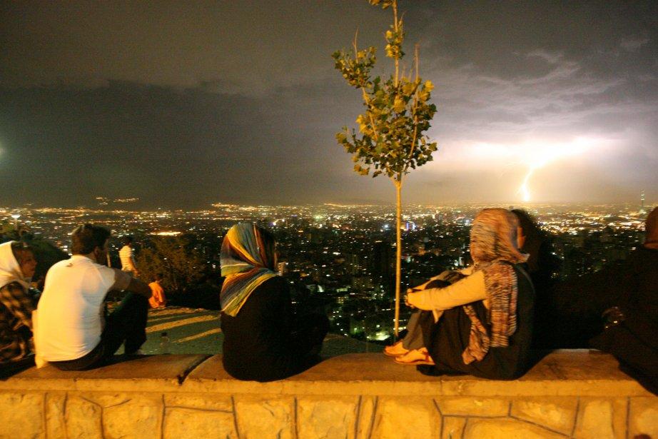 Ayatollahs enturbannés, slogans antiaméricains, femmes couvertes d'un tchador...