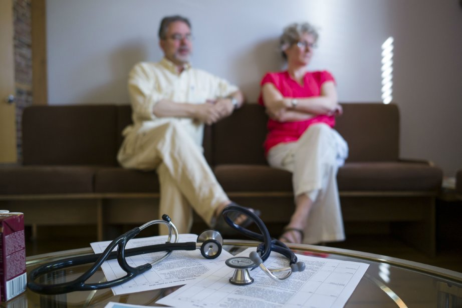 Jacques Pelletier et Sylvie Thibaudeau, médecins bénévoles, sont... (Photo Édouard Plante-Fréchette, La Presse)