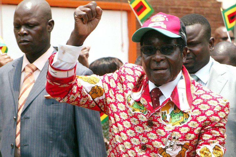 Le président Robert Mugabe entretient de bonnes relations... (Photo archives AFP)