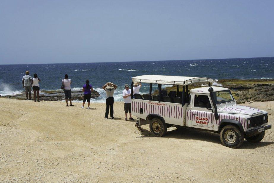 L'entreprise Island Safaris propose des tours guidés de la Barbade à bord d'un jeep. Lors des arrêts, le traditionnel rhum-punch est offert aux passagers! | 15 octobre 2012