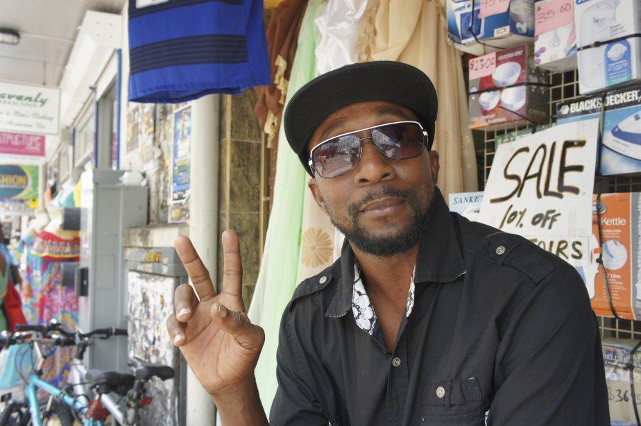 Roger, un commerçant de Bridgetown. | 15 octobre 2012