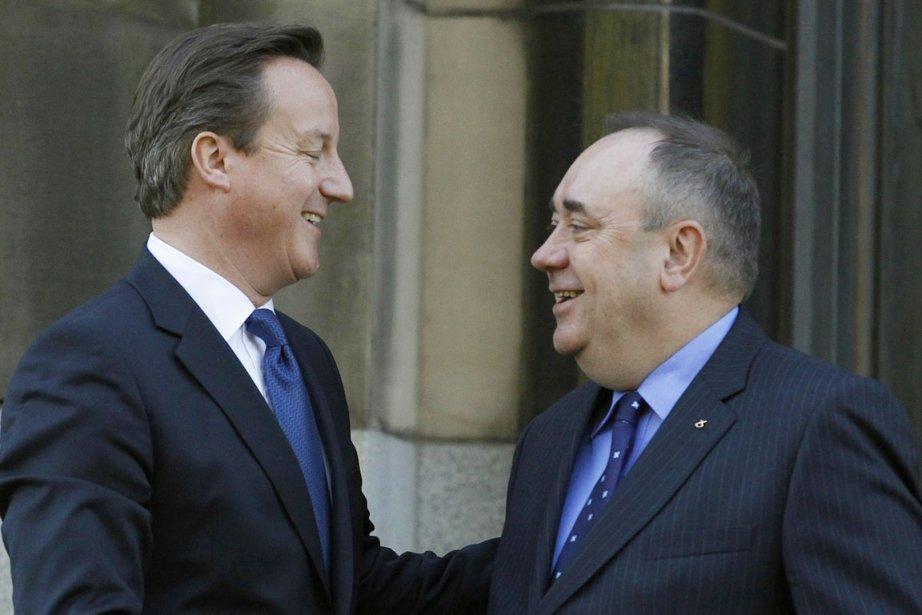 Le premier ministre britannique David Cameron et son... (PHOTO DAVID MOIR, REUTERS)
