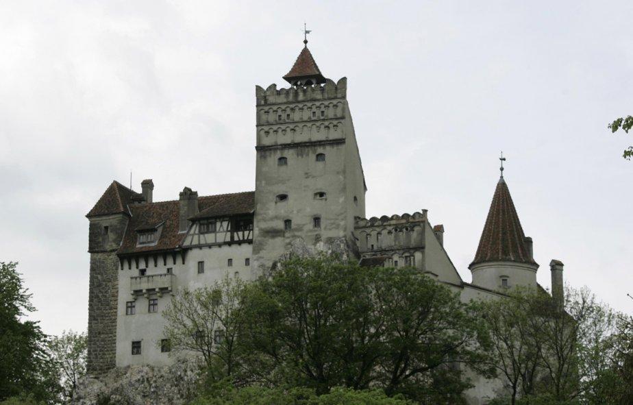 Le château de Bran en Roumanie, mieux connu... (PHOTO NICOLAE DUMITRACHE, BLOOMBERG)