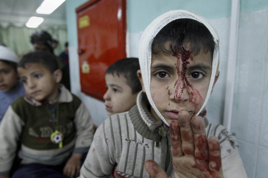 599749-bande-gaza-jeune-palestinien-transporte CISJORDANIE dans SANTE PUBLIQUE