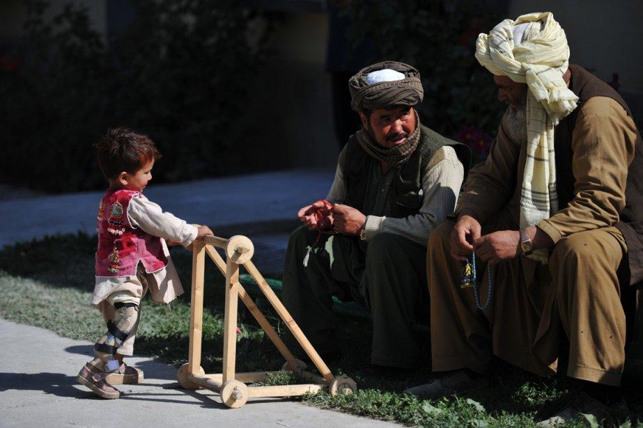 599752-afghanistan-enfant-trois-ans-avance GUERRES