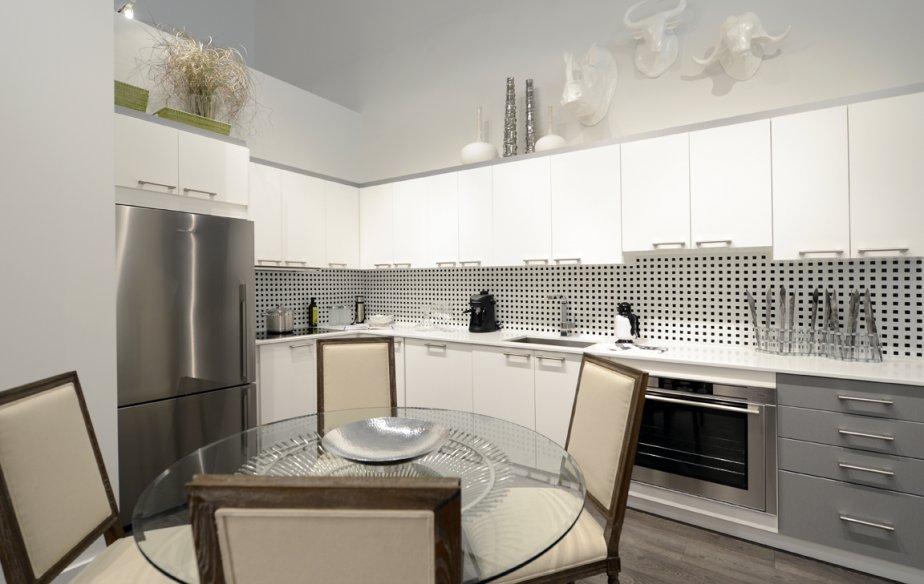 La cuisine compte beaucoup d'armoires et de plans de travail. Les électroménagers sont inclus. | 15 octobre 2012