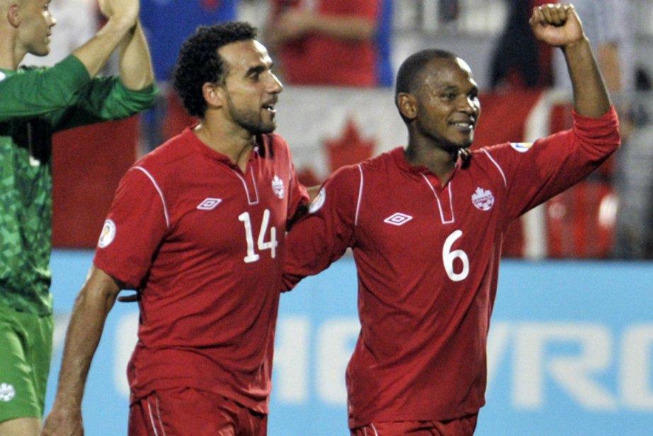 Dwayne De Rosario et Julian De Guzman... (Photo Mike Cassese, archives Reuters)